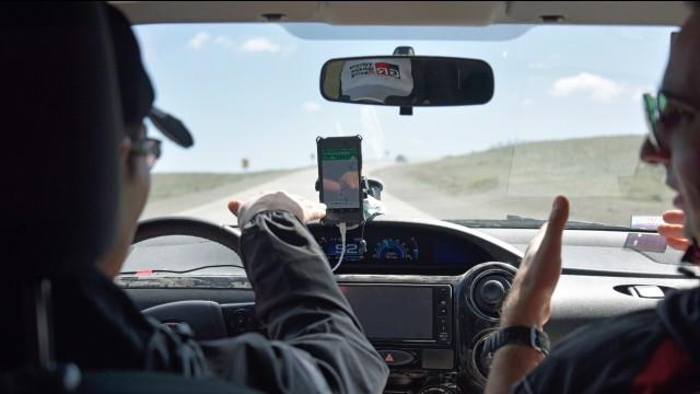 Una prueba de mano para mayor seguridad durante la ruta | Toyota 5 ...